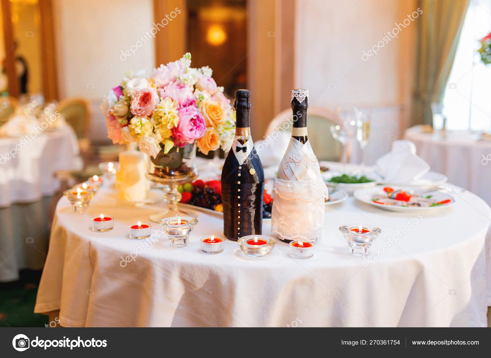 Mesa Para Banquete De Boda Con Velas Ardientes Elemento