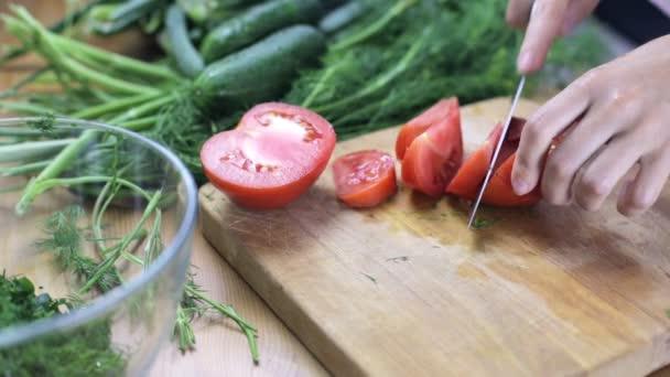 dělení červené rajče