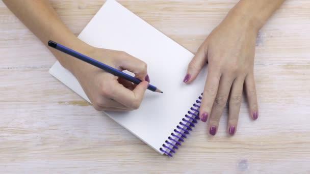 Ruce držte tužku a jdou k zápisu