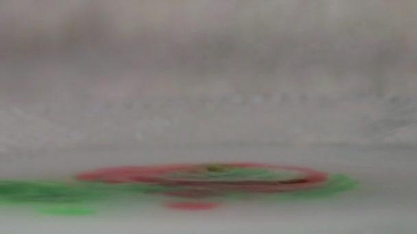 dropplets rosso nel colore della miscela