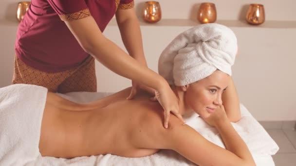 Thajská masáž, Čínská masáž zad.