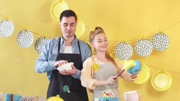 Proces čištění jídel po narozeninách