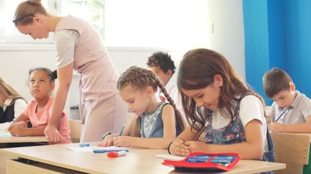 školáci se aktivně účastní výuky. Vzdělání, učení, střední škola
