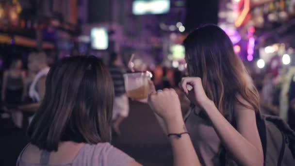 Video lesbians slow dancing