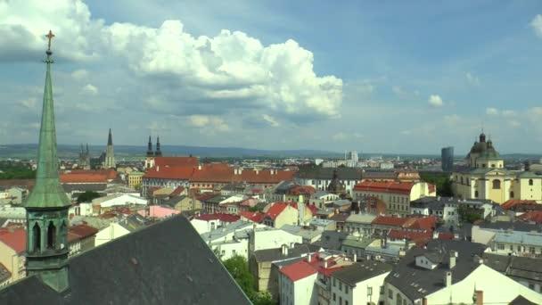 Historické město Olomouc, letecké zobrazit panorama z věže gotického kostela svatého Mořice. Gotická katedrála St. Václava a barokní kostel Panny sněhu a St. Michael