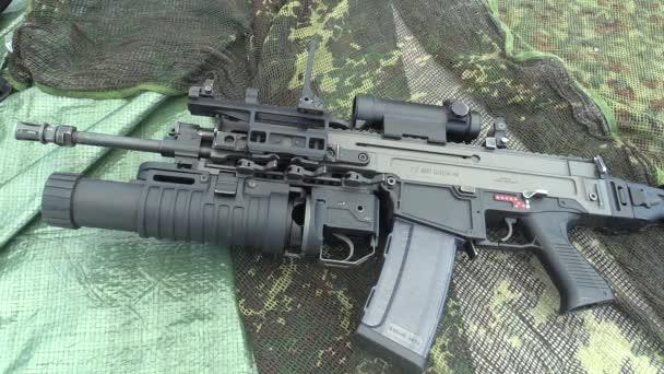 Olomouc, Cseh Köztársaság, május 2-án, 2018: Elite a Cseh hadsereg egy modern fegyver támadás puska Bren 805 Cz, használ nemzetközi Nato a terrorizmus elleni háború Afganisztánban, használt