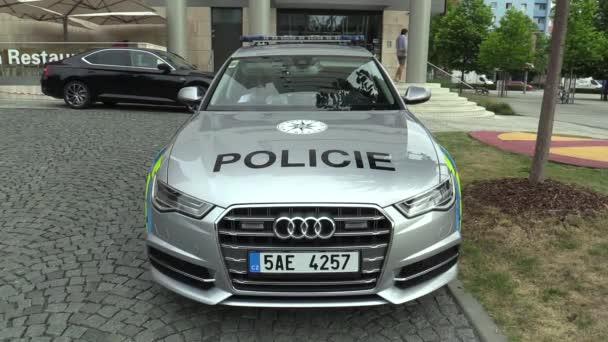 Olomouc, Česká republika, 15. května 2018: Luxusní policejní vůz Audi S6, automobily používané službou ochrany policie České republiky, poskytuje ochranu a zabezpečení chráněných ústavních činitelů