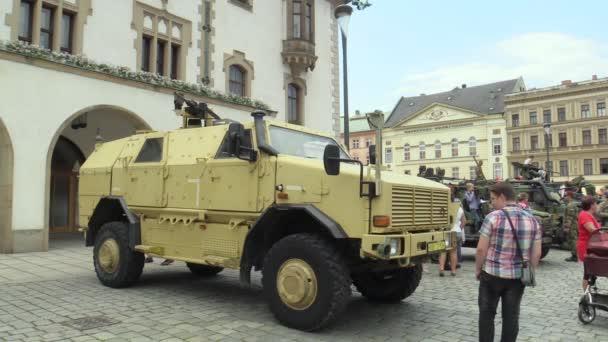 Olomouc, Česká republika, 29 června 2018: The Atf Dingo 2 Cz 4 x 4 vozidla se vyznačuje svou vysokou odolnost vůči miny a střel ručních palných zbraní, den armády České republiky, lidé