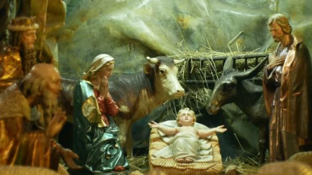Betlém ručně vyřezávané ze dřeva postavy, krásné jesličky jesliček velké sochy Josefa, Marii, Ježíše Krista malé dítě detailní a tři králové Caspar, Melchior a Balthasar, také Boží anděl