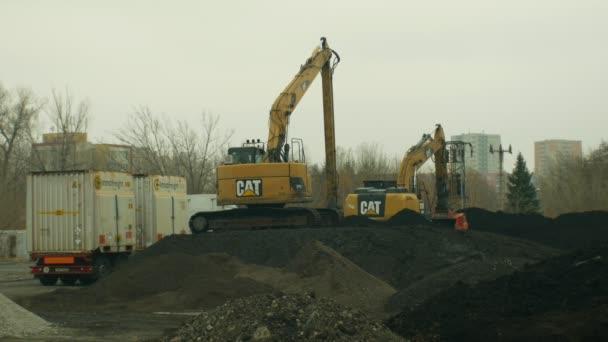 Грузовики для удаления мусора и грунта