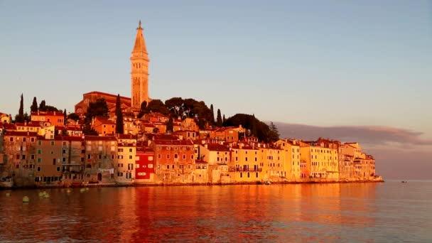Rovinj město při východu slunce v Chorvatsku