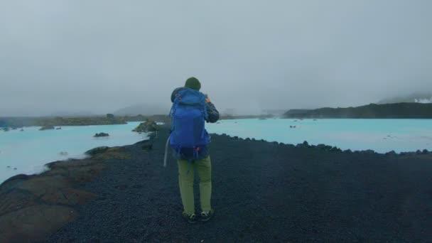 Turistovi Turistický batoh na Islandu