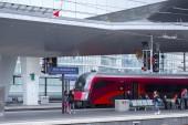 Vídeň, Rakousko-Květen 27: cestující a doprovod na