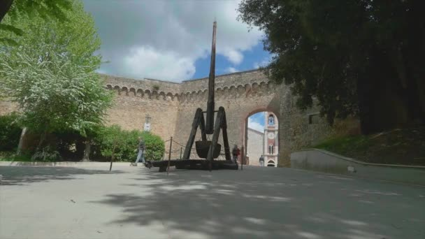 Porta Nuova with the characteristic catapult, San Quirico DOrcia