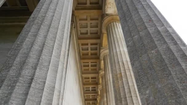 Säulen des neoklassischen Tempels walhalla, regensburg