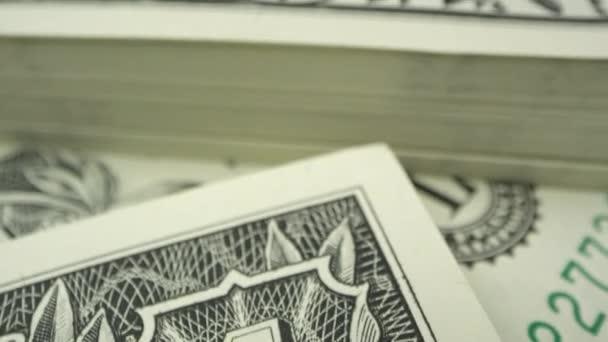 Přesun o 1 dolar na USD zblízka v zobrazení makra.