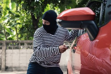 Car thief tries to accessing and unlock a car by remote control.