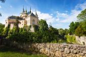 Bojnický zámek (Bojnický Zámek), středověký románský hrad postavený ve 12. století, Bojnice, Slovensko