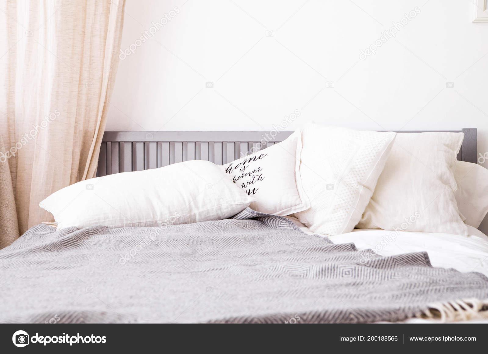 foto van slaapkamer interieur scandinavische stijl stockfoto