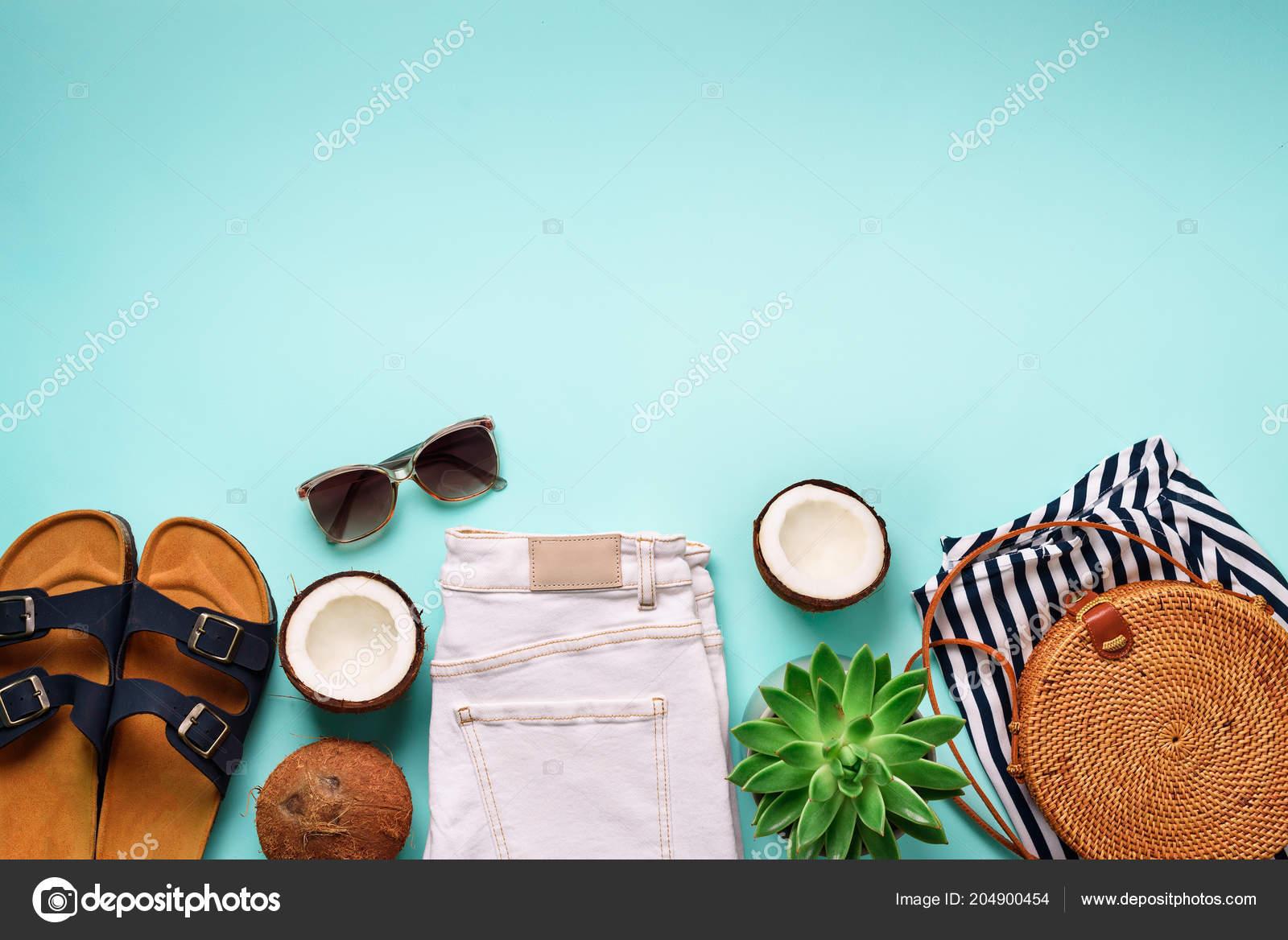 uk availability ed1b8 d62fe Sandali birkenstock donna, jeans, a strisce t-shirt, borsa ...