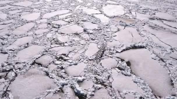 Letecký pohled na zamrzlé jezero. Ice z pohledu DRONY. Koncept textury pozadí