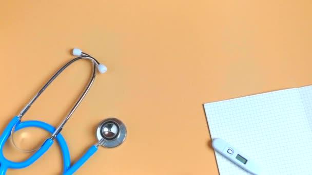 flache Laien medizinische Werkzeuge nach oben Ansicht Raum Idee Filmmaterial Kamera Bewegung.
