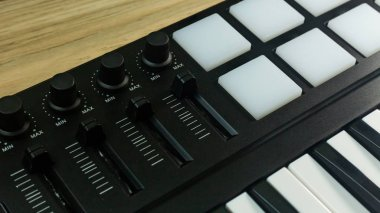 midi controller Sound Synthesizers device for music EDM producer