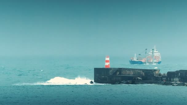 Velká loď přiblížení Port na den