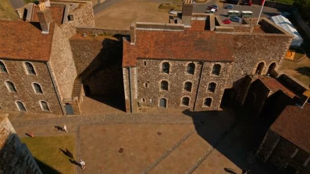 Ripresa aerea del castello medievale di Dover nel Kent, una roccaforte del XI secolo e anche il più grande castello in Inghilterra