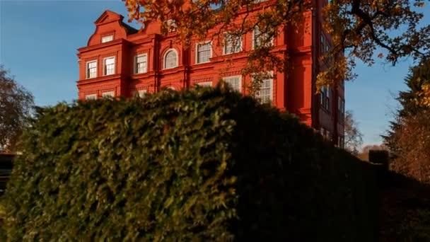 london, ca. 2018 - jib shot zeigt das holländische haus des schönen kew palasts in london, england, uk, ein britischer königspalast in kew garden