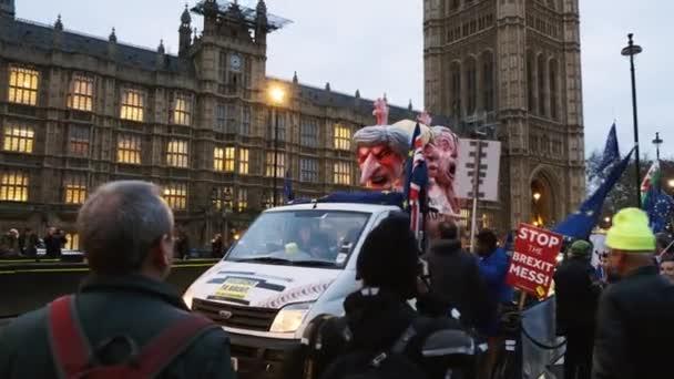 London, ca. 2019 - Nahaufnahme Schuss von einem Eu-Befürworter Schwimmer vertreten Theresa May, Boris Johnson, Michael Gove und Michael Farage, im Rahmen eines Angebots, Austritt zu stoppen
