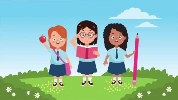 zpět do školní sezóny s malými dívkami v táboře