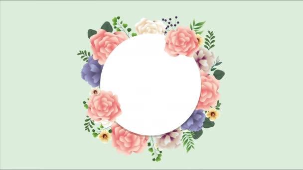 krásná květinová dekorace v kruhovém rámečku s růžovými růžemi