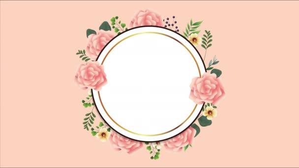 schöner Blumenschmuck in rundem Rahmen mit rosa Rosen