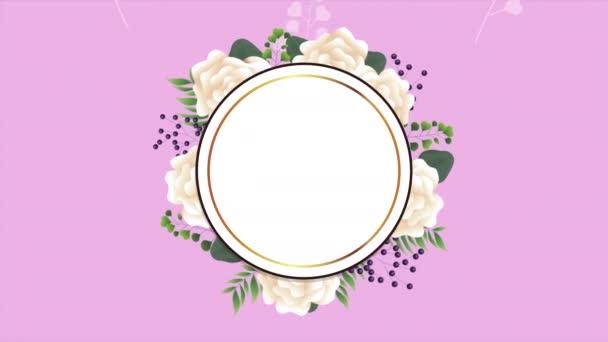 krásná květinová dekorace v kruhovém rámečku s bílými růžemi