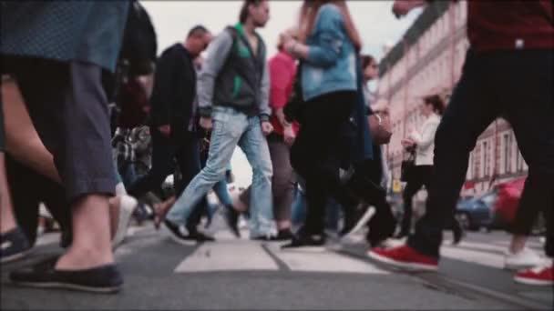 Zu Fuß auf der Straße Videos