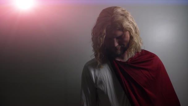 Ježíš Kristus portrét na světlém pozadí