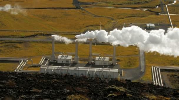 Hauptgebäude des Geothermie-Station in der Nähe von Reykjavik in Island, Draufsicht des emittierten Dampf