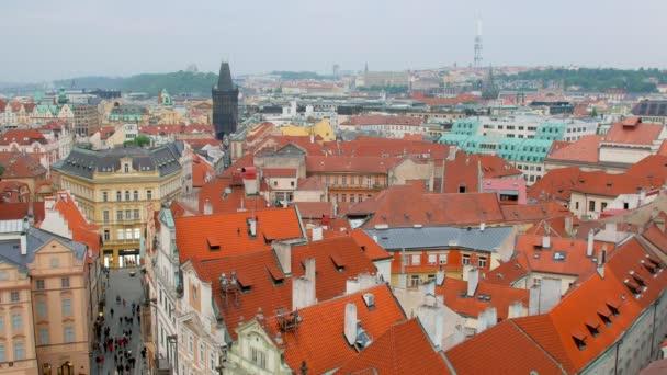 klid na šířku Staré Město pražské v denní, červené malebné střechy