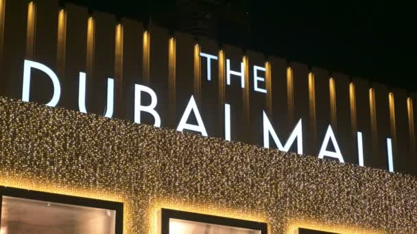 Dubai, V.A.E - Jan, 2018: großes Schild am Haupteingang der Dubai Mall in der Nachtzeit