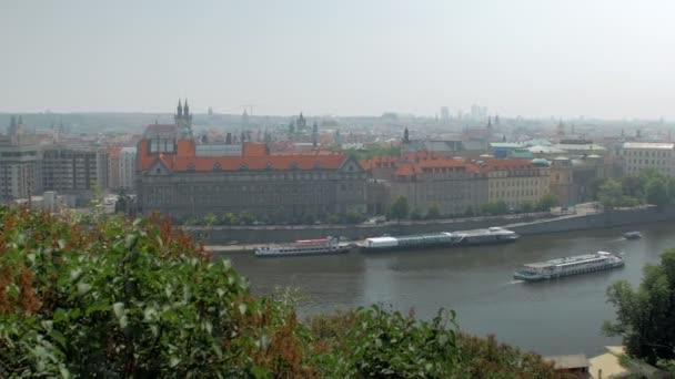 úžasný top panorama na prahu město, proslulé řeky Vltavy a mosty nad ním