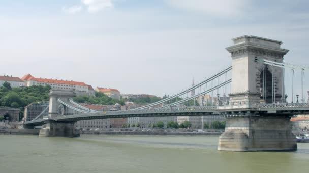 festői régi Széchenyi hídon Budapesten, Nézd, a Pesti oldalon