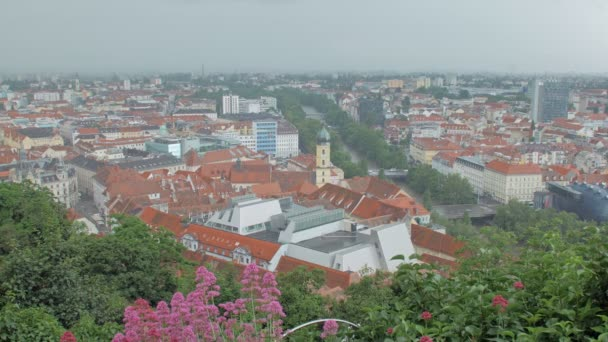 krásný top panorama úžasné a malebné město Graz v rakouských horách