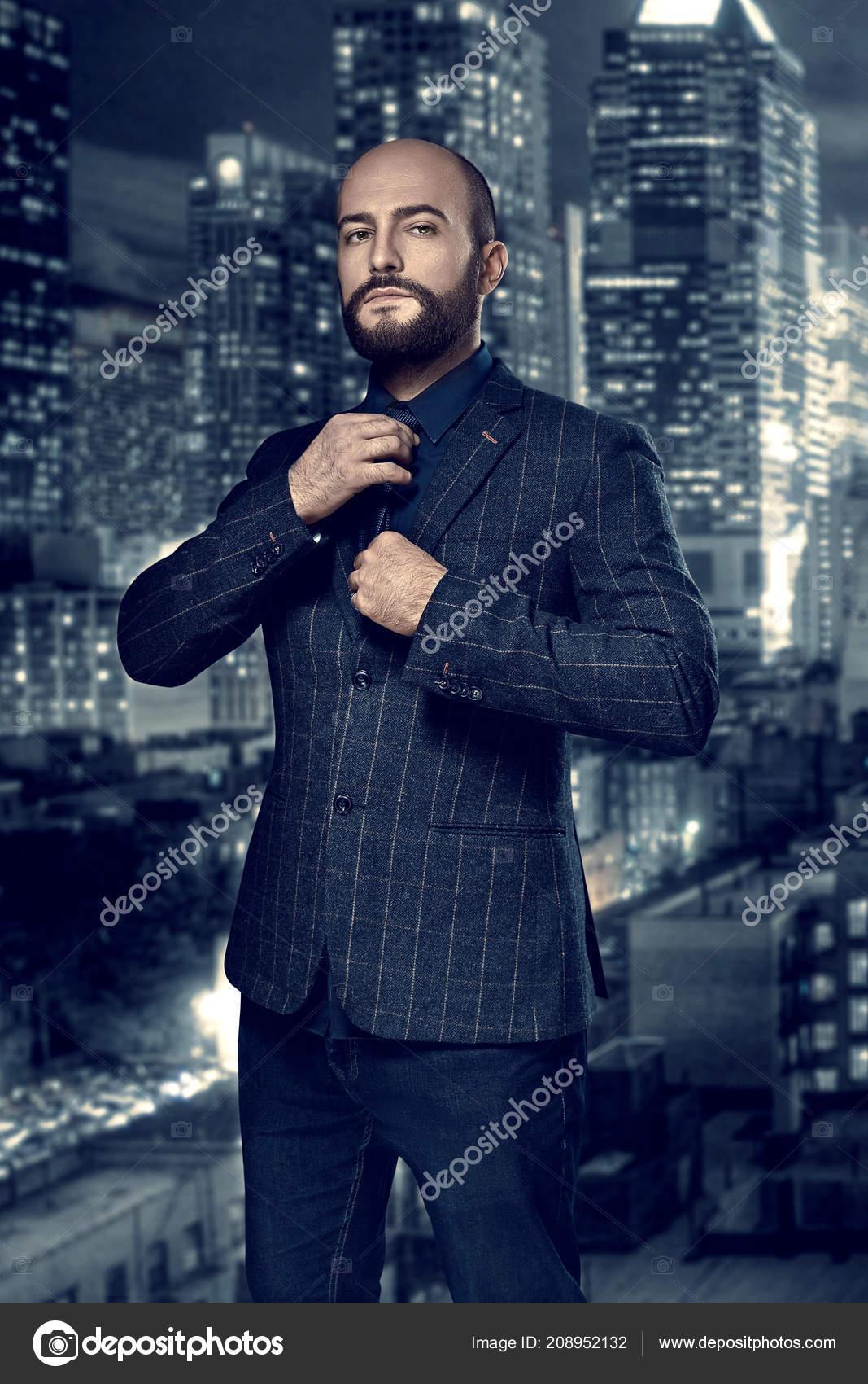 a6c97023b361d Film noir. Retrato da moda estilo retrô de um detetive ou assassino ...