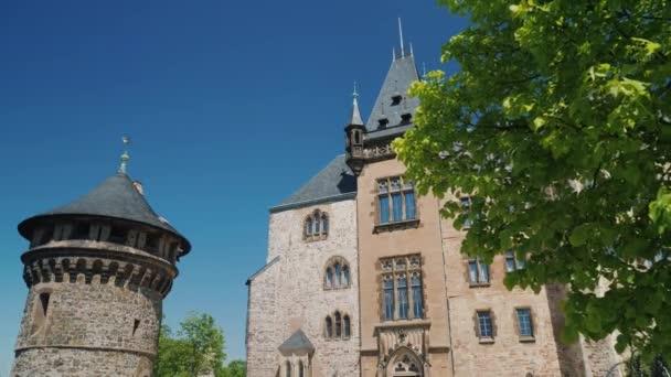 Niedrigen Winkel Ansicht: die majestätischen alten Burg - Wernigerode Castle ist ein Schloss befindet sich im Harz.