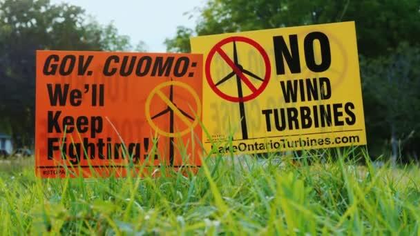 wilson, ny, usa, september 2017: plakat mit agitation gegen windkraftanlagen. Die Menschen sind empört über die Nähe und Größe von Windkraftanlagen