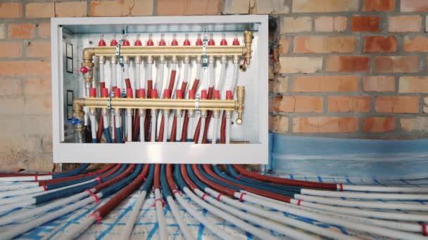 Kammsystem eines wärmeisolierten Fußbodens, modernes Heizsystem