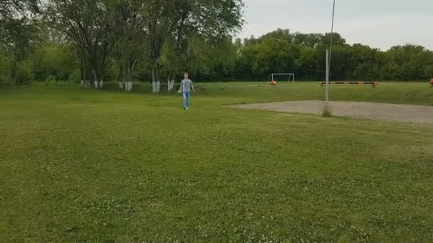 a guy with a girl playing badminton in the summer in the Park on the grass.