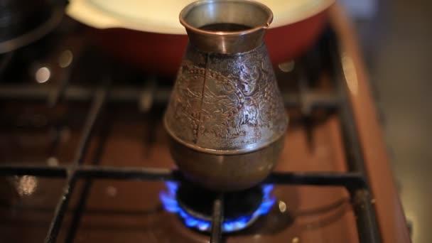 Rüyada Büyük Cezvede Köpüklü Kahve Az Pişirmek