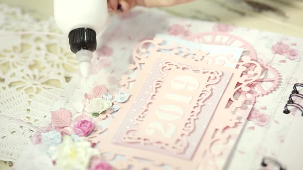 vytváření karty pro nový rok v dílně dárky